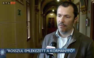 Illustration for article titled Egyszerre vált szenilissé Orbán és Lázár is