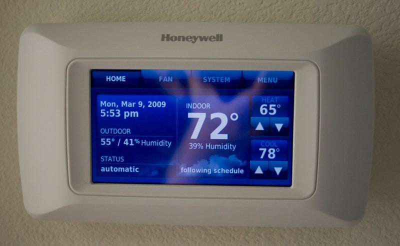Illustration for article titled Honeywell Touchscreen Thermostat and Portable Remote Review