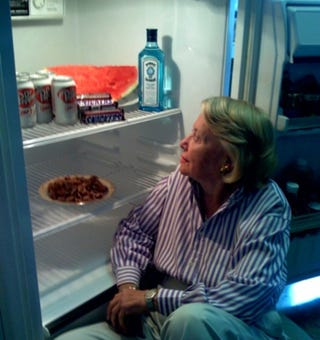 Illustration for article titled Liz Smith Has Gin & Fruit: What's In Your Refrigerator?
