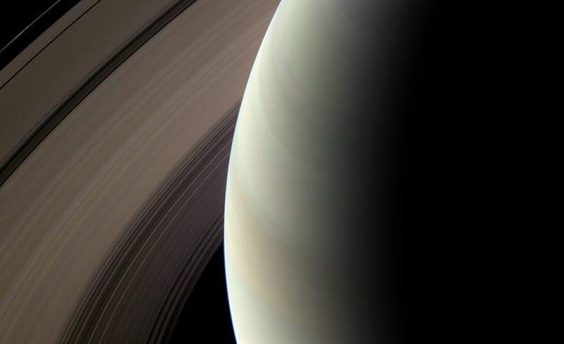 Illustration for article titled Cassini Keeps Sending Beautiful Images of Saturn