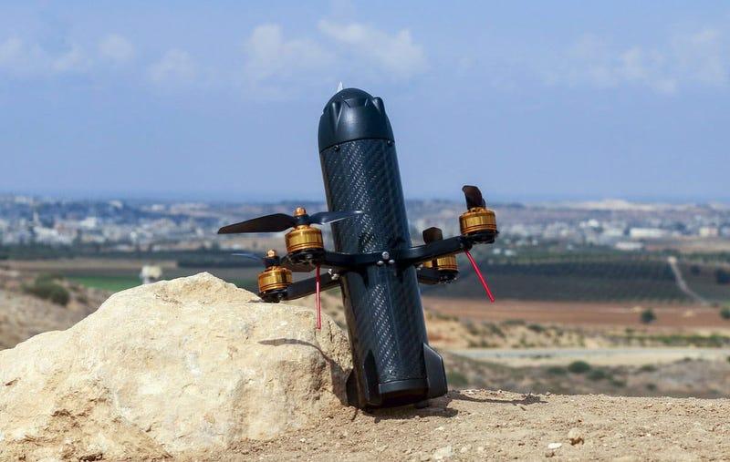 Illustration for article titled Este dron con forma de misil caza otros drones y los derriba embistiéndolos