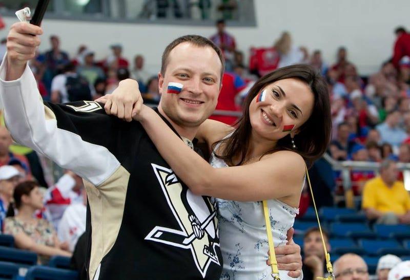 Illustration for article titled Leplezetlenül szexista tartalom: cheerleaderek a Minszk Arénában