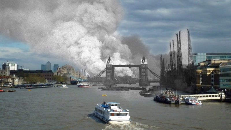 A view east down the Thames towards smoke rising from fires at the Surrey docks following the first German air raid. (Image: Keystone/Hulton Archive/Getty Images+Jim Dyson/Getty Images)