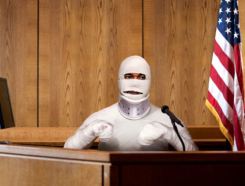 Illustration for article titled Jussie Smollett Arrives In Court Wearing Full-Body Cast