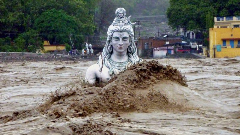 Illustration for article titled Behold the devastating power of the flooded River Ganges