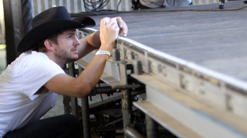 Illustration for article titled Security Lassoes Cowboy Ashton Kutcher at Stagecoach Music Festival