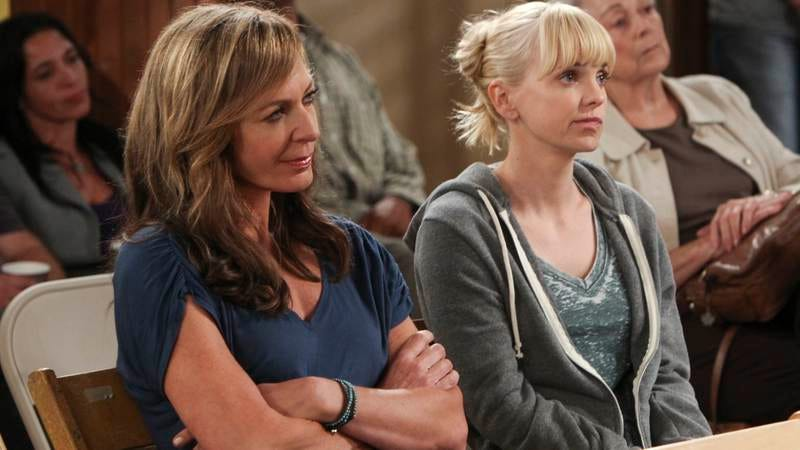 Allison Janney, Anna Faris (Photo: CBS)