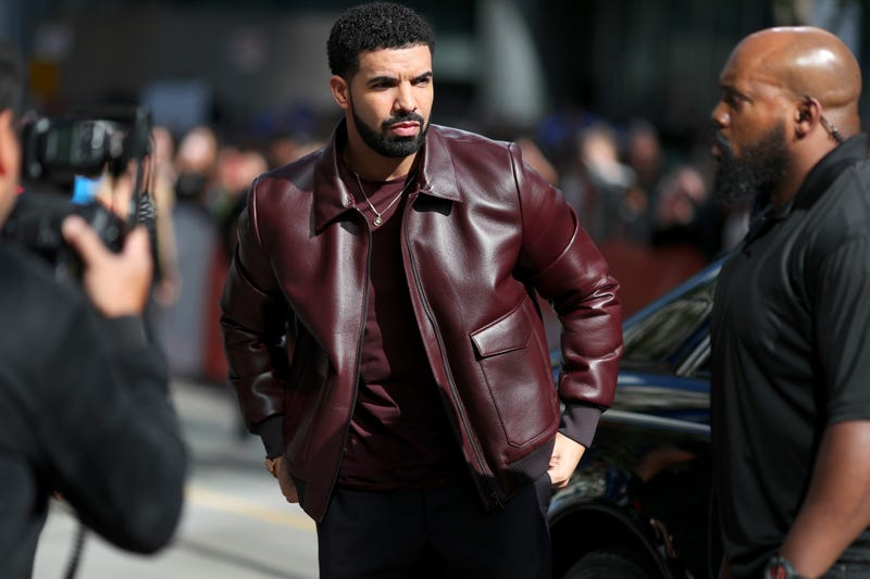 Illustration for article titled Drake Flew His 'Secret Son' Out on Private Jet forChristmas: Report