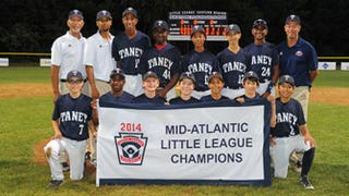 Mo'Ne Davis (center, back) with Taney Dragons teammatesTaney Baseball