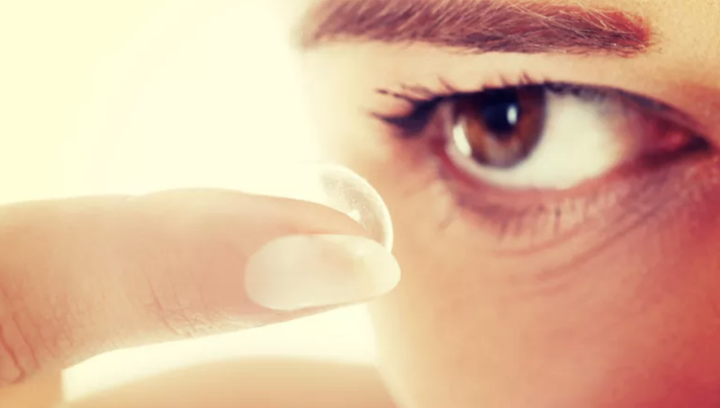 Illustration for article titled Woman Leaves Contact Lens in Her Eye for an Astounding 28 Years