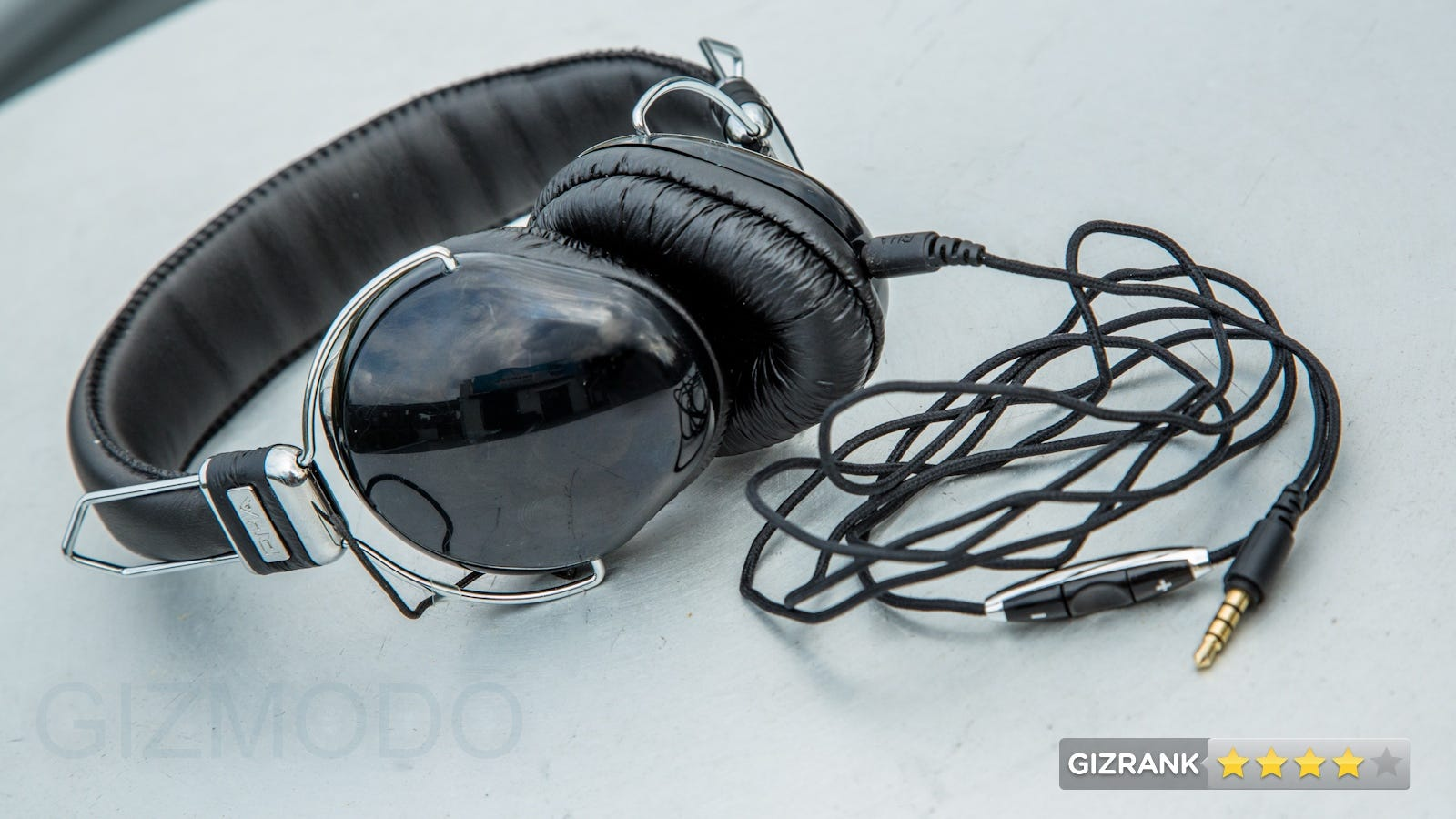 earphones with microphone and case