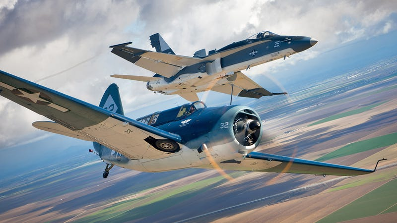 Illustration for article titled All These Jaw-Dropping Airplane Images Were Taken By This Flying Photog