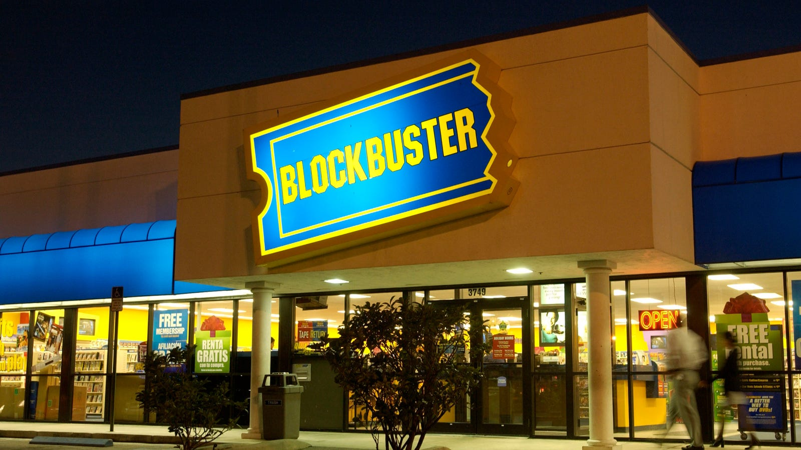 photo image There is Now Just One Blockbuster Left in the US