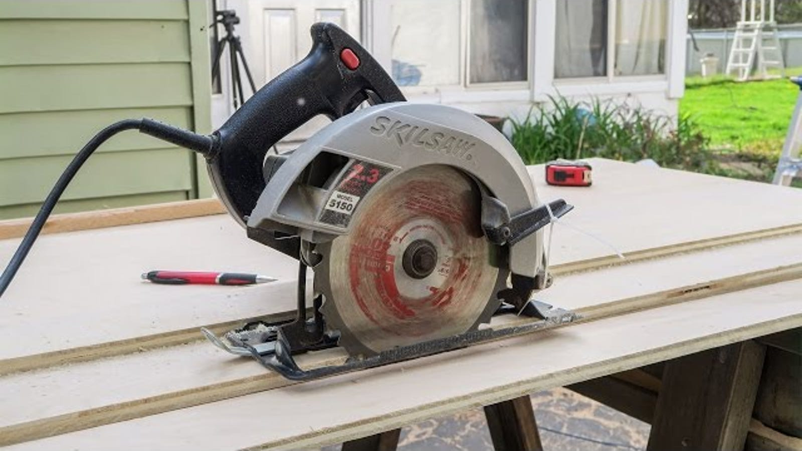 Make A Circular Saw Guide Track For Perfectly Straight Cuts