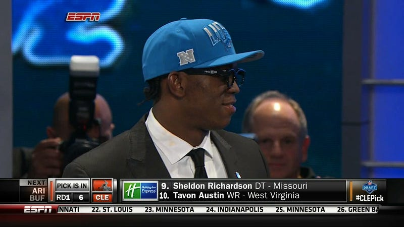 Illustration for article titled Ziggy Ansah Wore Broken 3D Glasses To The NFL Draft