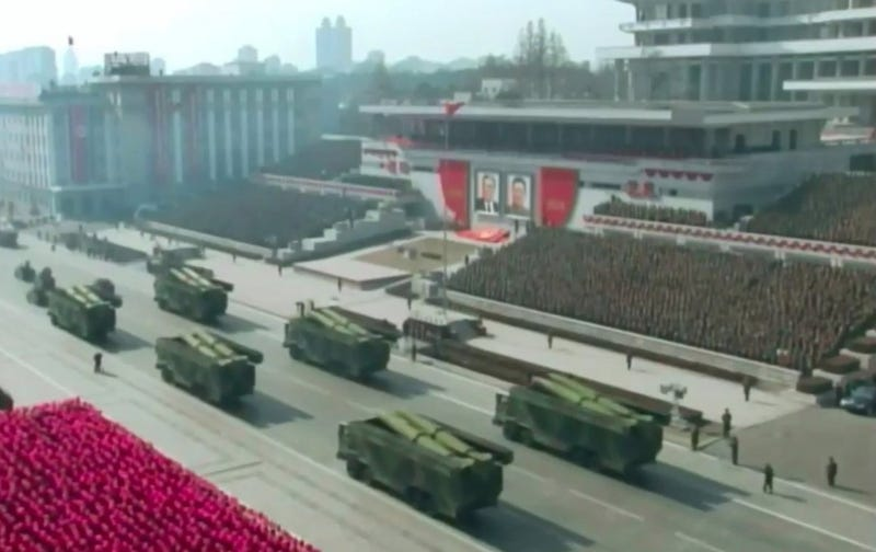 Misiles durante el desfile militar de Corea del Norte. KCTV