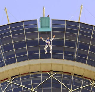 Illustration for article titled Pay $100, Jump From the Top of Vegas' Stratosphere