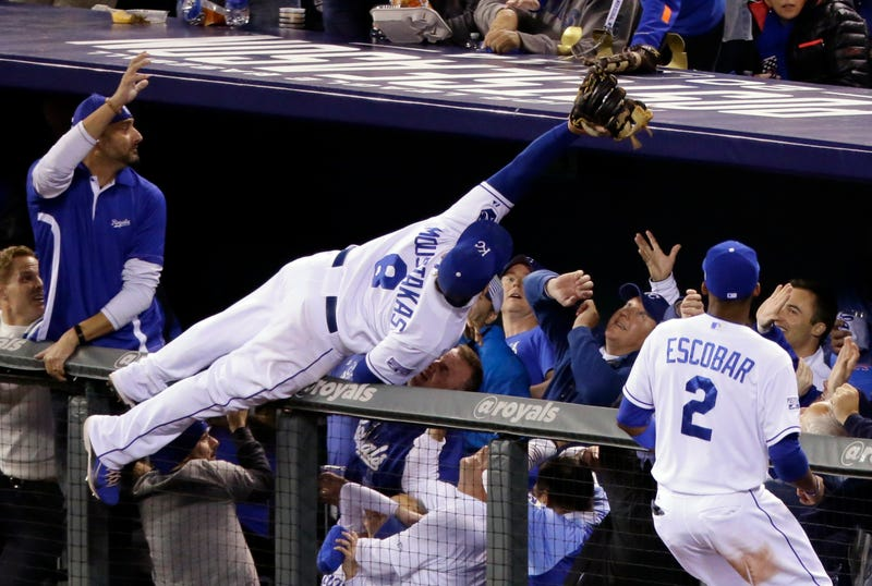 Illustration for article titled Royals Fans Didn't Let Mike Moustakas Hit The Ground