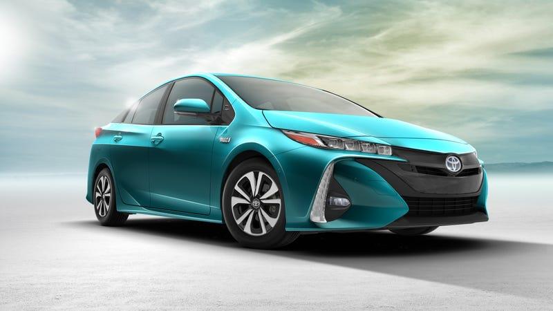 Illustration for article titled 40 Km sin gastar gasolina: el nuevo Toyota Prius es uno de los mejores híbridos que existen