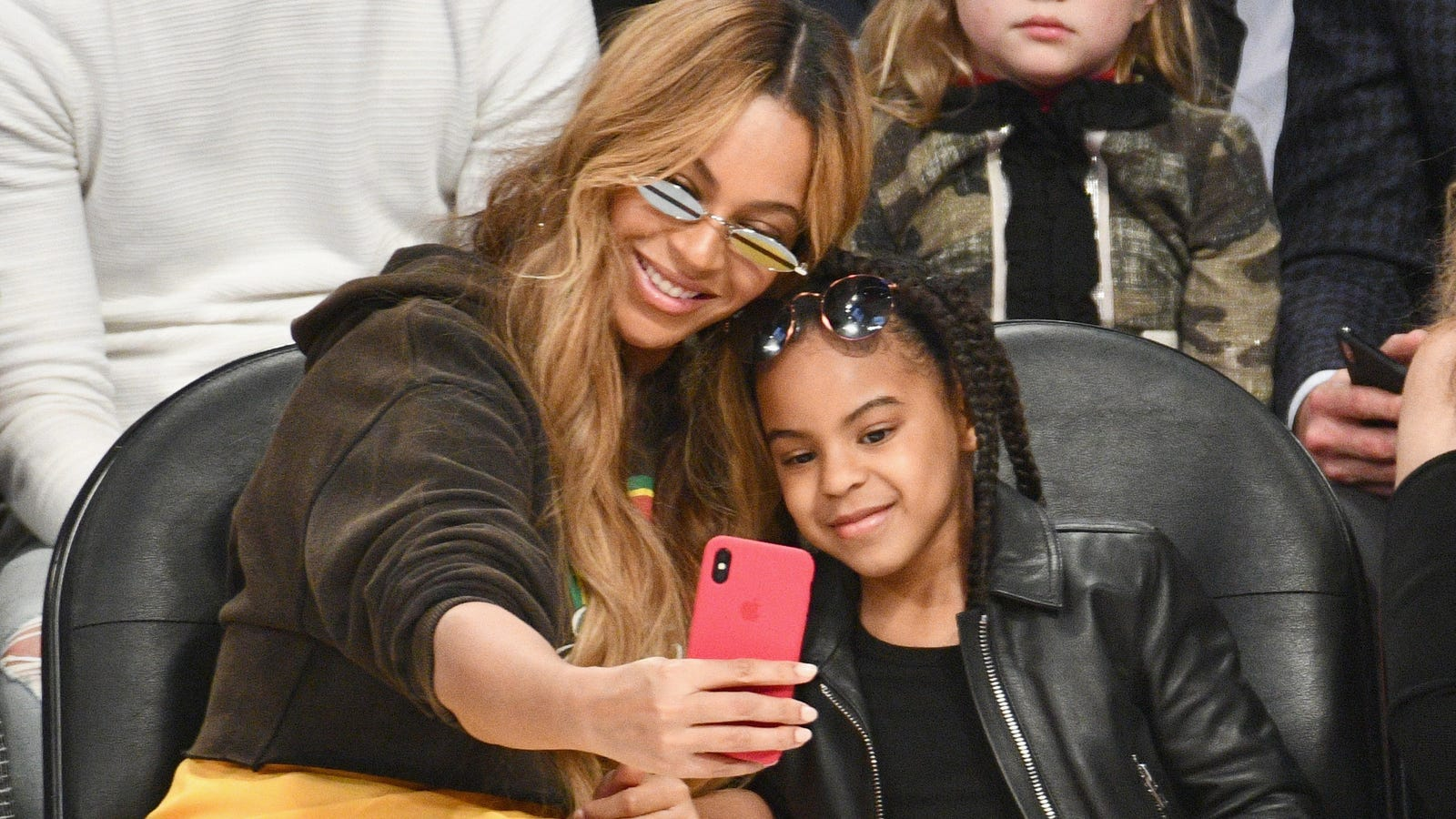Mommy & Me: Beyonce and Blue Ivy Go for the Gold at the 2018Wearable Art Gala