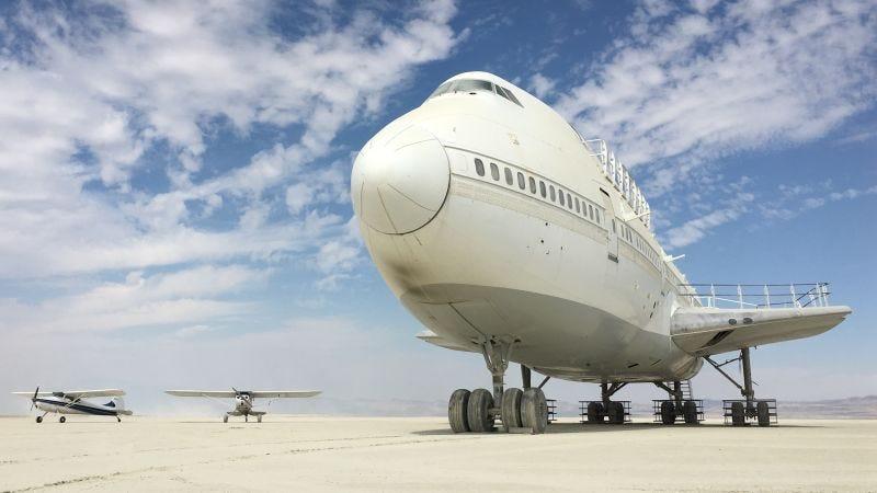 Illustration for article titled Hay un gigantesco Boeing 747 plantado en medio del desierto de Nevada desde hace dos semanas