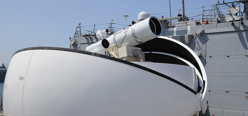 Illustration for article titled El primer barco de guerra equipado con cañones láser llega este verano
