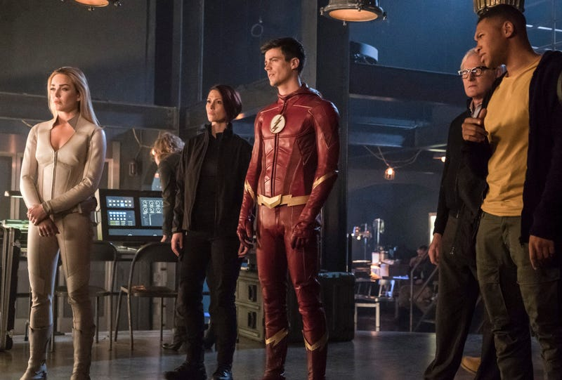 Caity Lotz (left), Chyler Leigh, Grant Gustin, Victor Garber, Franz Drameh (Photo: Katie Yu/The CW)