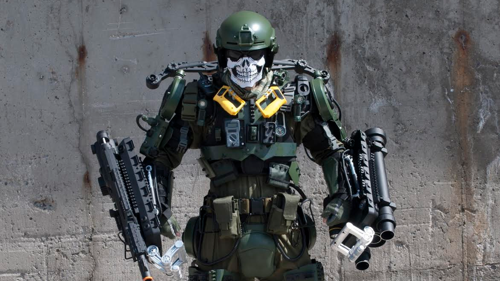 This Badass ExoSuit From Edge Of Tomorrow Is Constructed From Junk