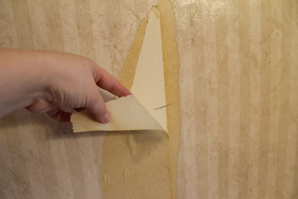 remove old wallpaper with diluted fabric softener
