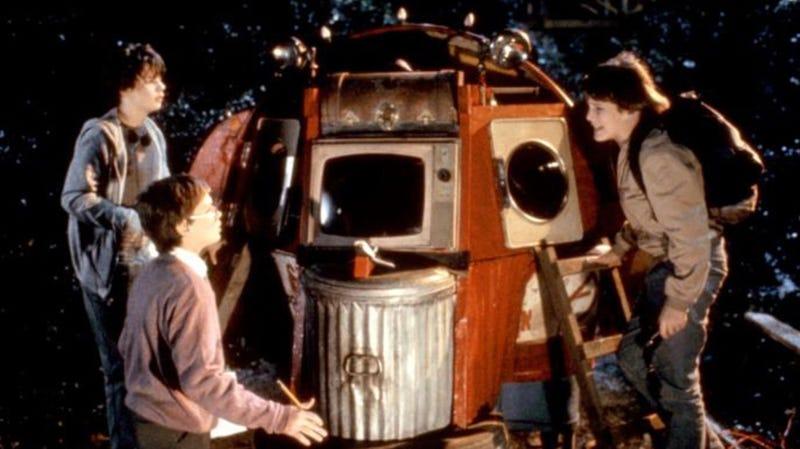 Jason Presson, River Phoenix, and Ethan Hawke star in the 1985 Joe Dante film Explorers.