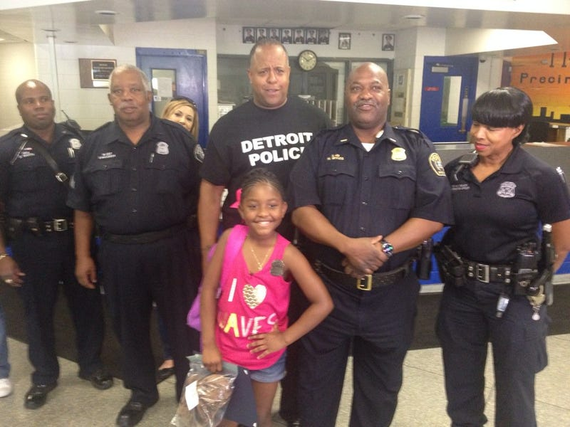 Samya McLaughlin poses with officers from the Detroit Police Department's 11th Precinct July 9, 2016. Jason Scott via Twitter