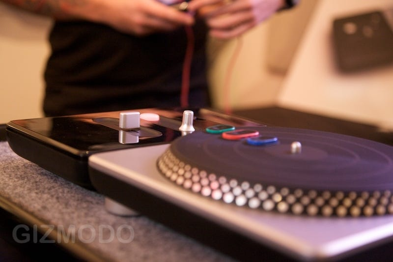 Illustration for article titled DJ Hero Turntable Up Close: I'm Not Cool Enough for This