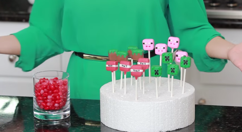 Illustration for article titled How To Make Your Own Minecraft Candy Pops