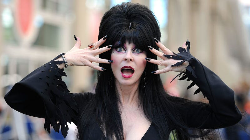 Illustration for article titled Elvira, Mistress of the Dark, Is Getting a Hulu Series for Halloween