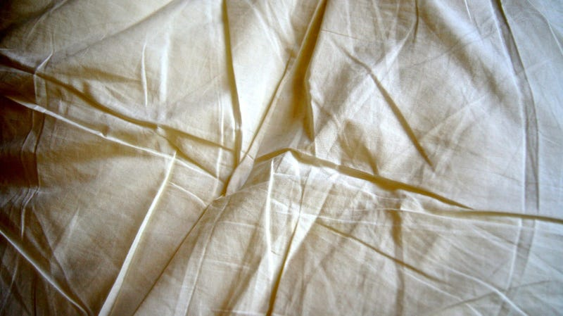 Illustration for article titled Use This Fitted-Sheet Hack the Next Time You're Making Your Bed