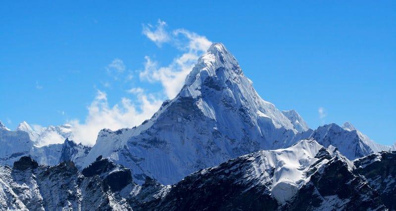 Illustration for article titled El 70% de glaciares del Everest desaparecerá en el año 2100