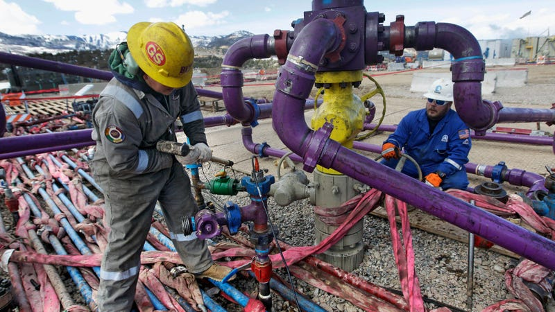 Workers tend to a well head during a hydraulic fracturing operation outside Rifle, in western Colorado. A comprehensive new report links the practice to contaminated drinking water. (Image: AP)