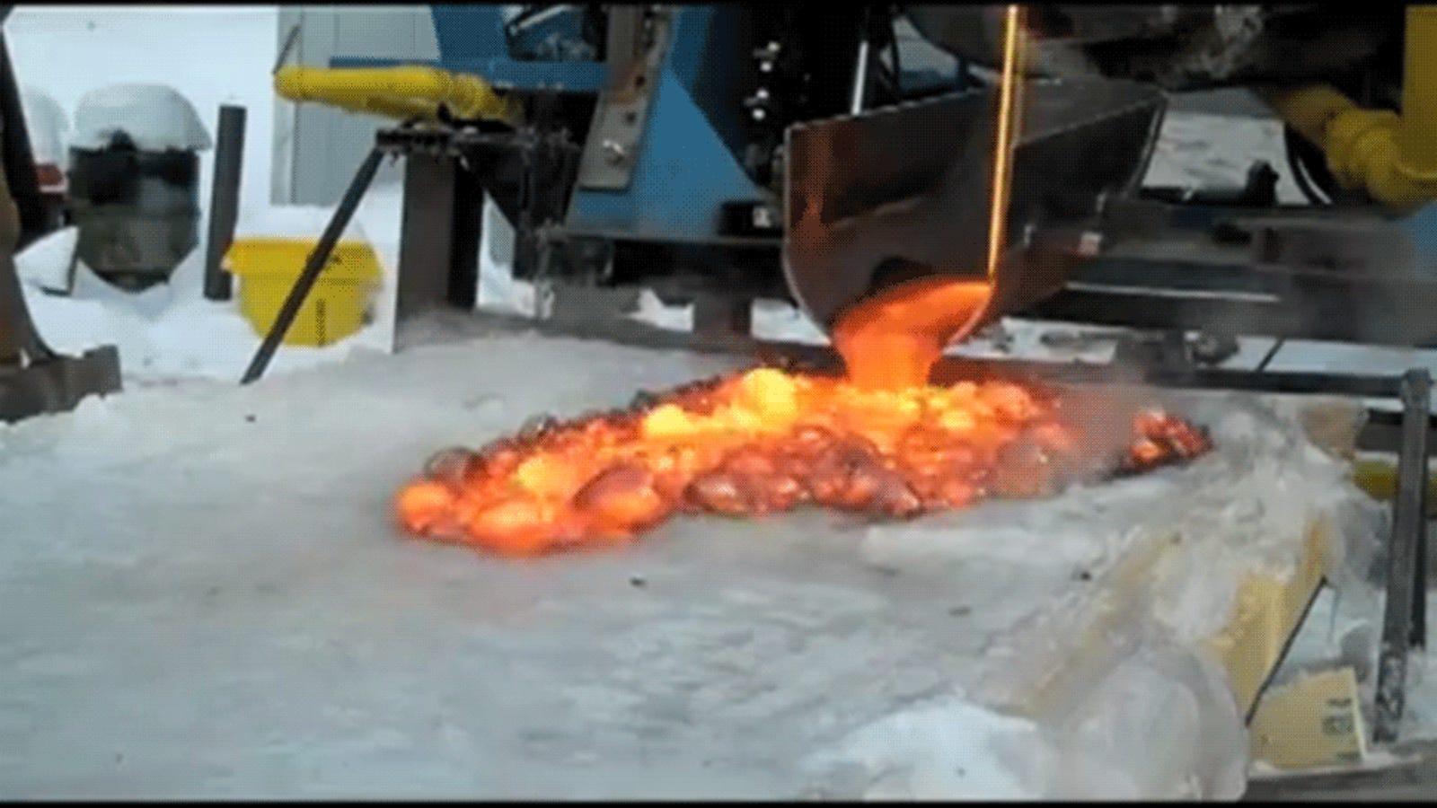 Qué pasa si echas lava sobre el hielo