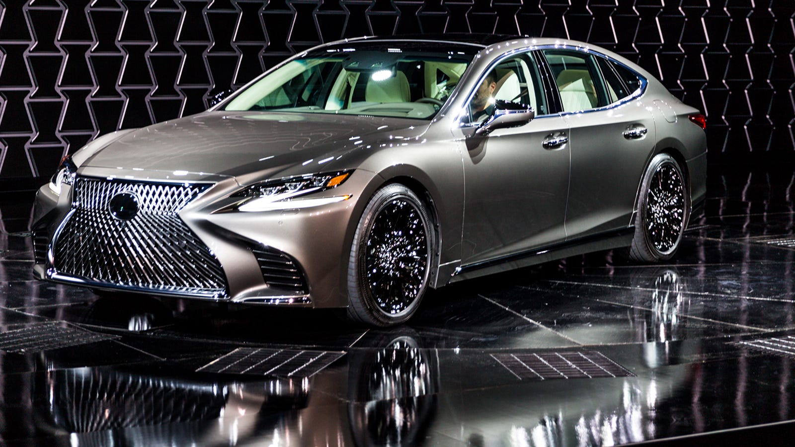 the new 2018 lexus ls500 gets a twin turbo v6 and drives around pedestrians. Black Bedroom Furniture Sets. Home Design Ideas