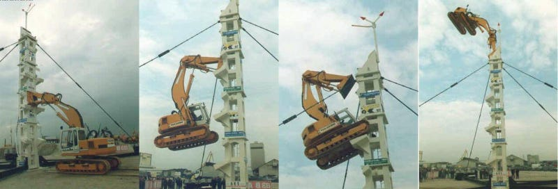 Illustration for article titled Hydraulic Excavator Used to Climb Column Leaves Us Completely Baffled