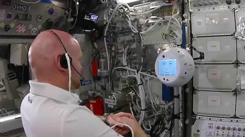 Illustration for article titled CIMON, el nuevo robot de la ISS, tiene un berrinche y se queja del trato de los astronautas