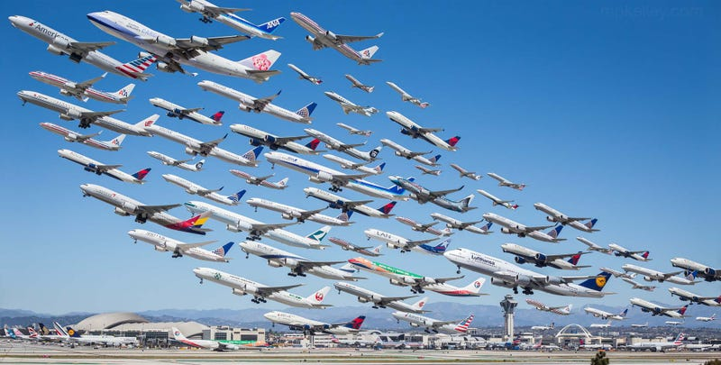 Illustration for article titled 8 hours of airliners departing from Los Angeles in one single photo