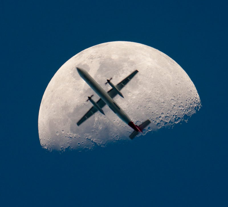 Illustration for article titled There Is an Airplane On the Moon (and It's Not a Photoshop)