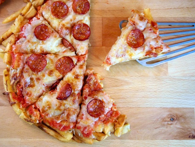 How to Make French Fry Pizza   French fry pizza, Homemade ...  Pepperoni Pizza French Fries