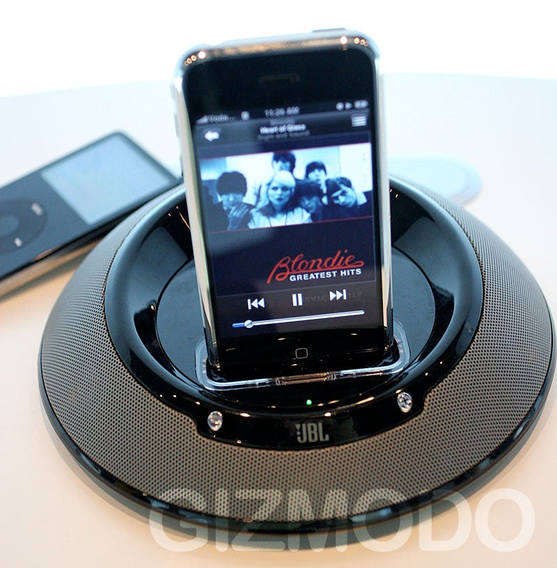 jbl 39 s on stage 3 dock is now iphone compatible. Black Bedroom Furniture Sets. Home Design Ideas