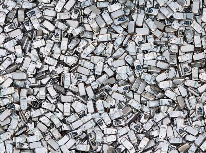 Illustration for article titled This Is What 426,000 Discarded Cellphones Looks Like