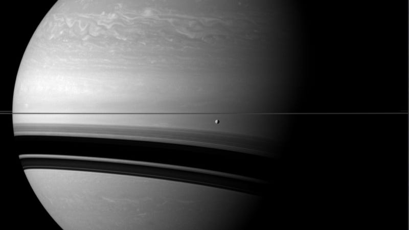 Illustration for article titled Behold the incredible scale of Saturn