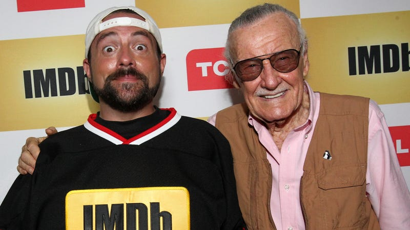 Illustration for article titled Kevin Smith pays Captain Marvel back for that meta Stan Lee cameo