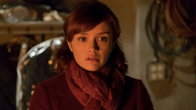 Olivia Cooke as Emma Decody (Photo: Cate Cameron)