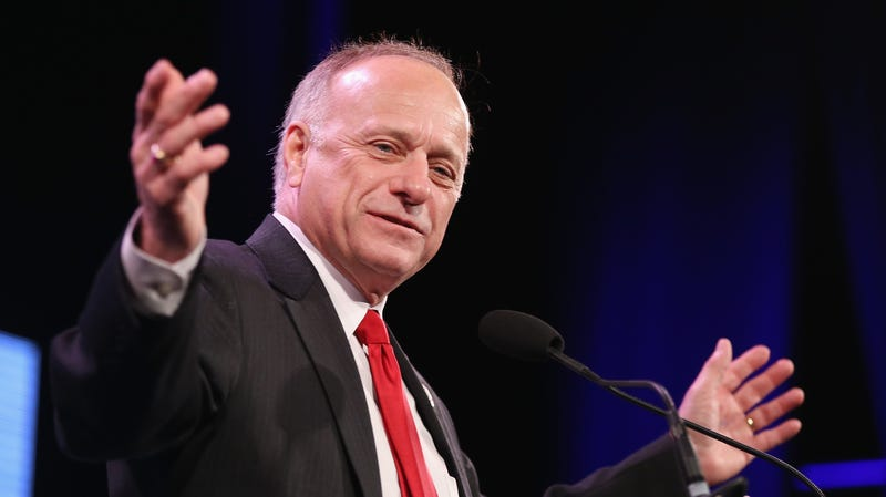 Illustration for article titled Steve King Printed Out a Statement Saying He Isn't Racist Then Took a Picture of the Statement and Posted It to Twitter [Updated]